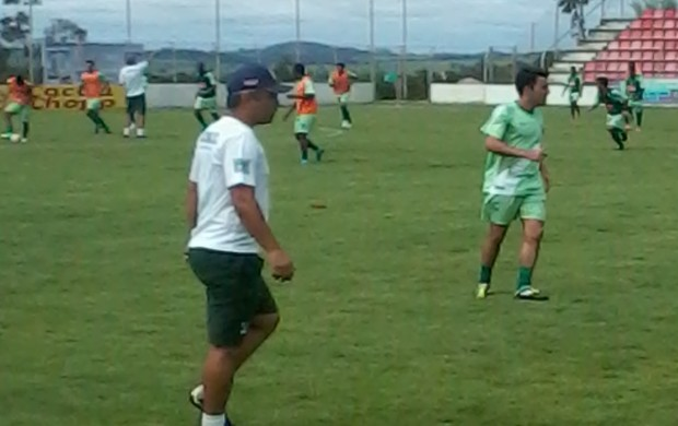 Alexandre Grasseli durante treino do Nacional-MG, em Patos de Minas (Foto: Reprodução / Tv Integração)
