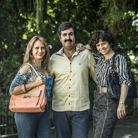 Letícia Isnard, Orã Figueiredo e Renata Gaspar nos bastidores da série 'Sob pressão' (Foto: Mauricio Fidalgo/ TV Globo)