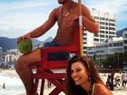 Pablo Morais fotografa na praia do Arpoador, na Zona Sul do Rio