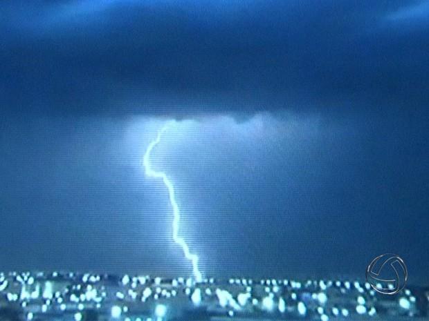 Incidências de raios aumentam em Mato Grosso do sul (Foto: Reprodução/TV Morena)
