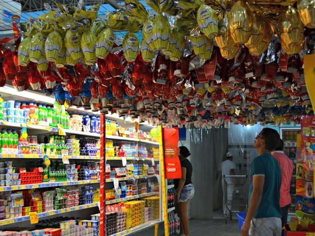 Comerciantes acreditam que vendas devem aumentar durante o fim de semana com proximidade da Páscoa (Foto: Quésia Melo/G1)