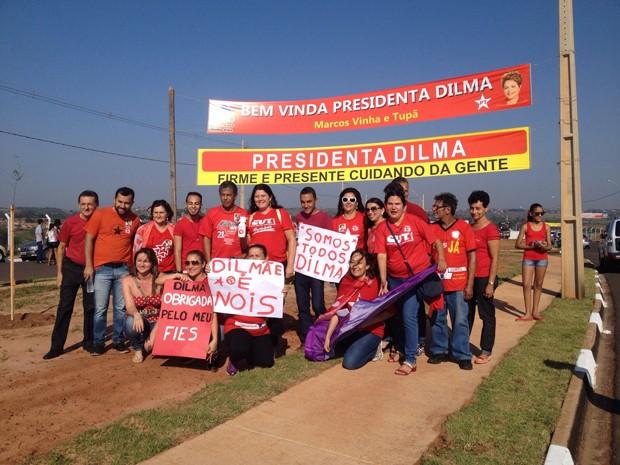 CUT levou representantes ao Conjunto Habitacional João Domingos Netto (Foto: Stephanie Fonseca / G1)
