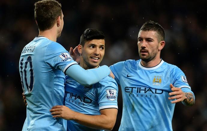 Sergio Agüero, Edin Džeko e Aleksandar Kolarov comemoram, Manchester City x Blackburn Rovers (Foto: AFP)