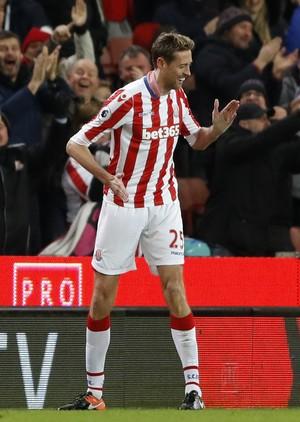 Crouch comemora com a dança do robô gol do Stoke City, seu centésimo na Premier League (Foto: Reuters / Carl Recine )