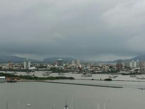 Condutores dos barcos estão sendo notificados (Foto: Luiz Souza/RBS TV)