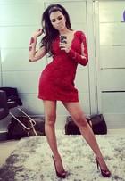 Look do dia: Mariana Rios vira dama de vermelho com vestido rendado