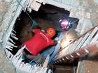 Bombeiros retiram de tubo corpo de homem sugado por chuva em Natal