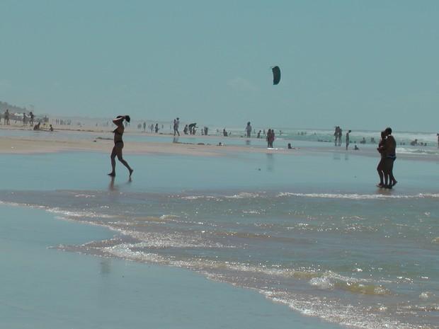 bahistas na praia do futuro (Foto: Sebastiao Mota/G1)