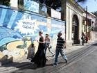 Amber Heard, mulher de Johnny Depp, passeia em Santa Teresa