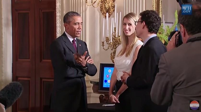 Obama com a brasileira Gina e Luis na apresentação do aplicativo Duolingo (Foto: Reprodução)