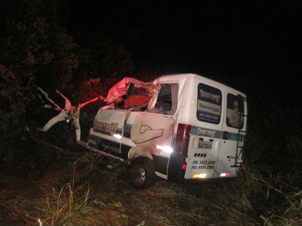 O motorista da carreta não sofreu ferimentos (Foto: Divulgação/PRF)