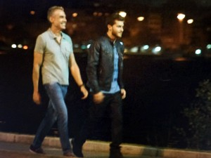 Leonardo caminha em nova companhia  (Foto: Império/TV Globo)