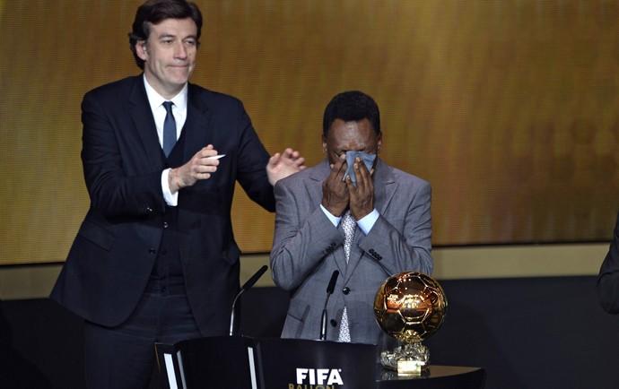 Pele, bola de ouro da FIFA (Foto: AFP)