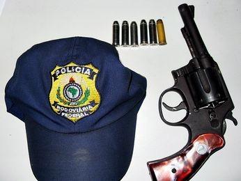 Jovens são presos por porte ilegal de arma na BR 101 em Propriá, SE (Foto: Divulgação/PRF-SE)