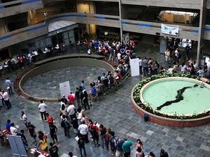 Convocados em primeira chamada do vestibular da Unicamp fazem fila para matrícula no campus de Campinas (SP) (Foto: Antonio Scarpinetti/Ascom Unicamp)