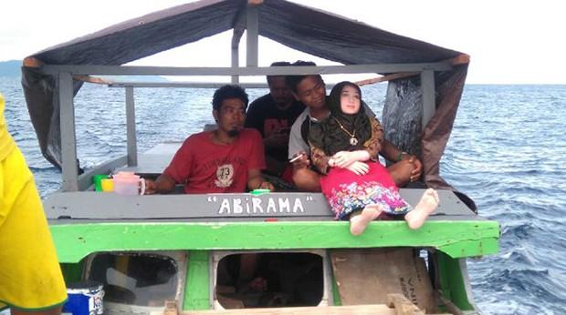 Objeto foi encontrado por pescadores em praia nas ilhas Banggai (Foto: Indonesian Police/AFP)