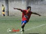 """""""À la Juninho"""", garoto do Sub-15 do Vila marca golaço do meio de campo"""