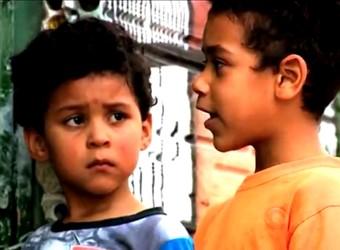 D'Alessandro e Yarley são moradores da comunidade (Foto: Reprodução/RBS TV)