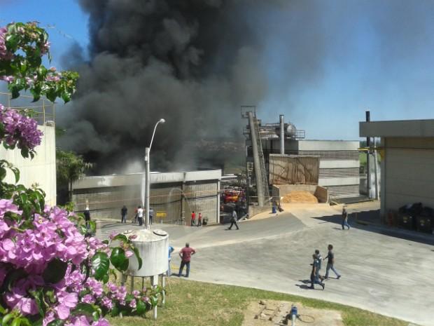 Foto enviada por outro telespectador também mostra a fumaça (Foto: Telespectador / TEM Você)
