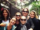 Cláudia Jimenez posta foto com Adriana Esteves e outras atrizes