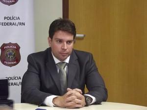 Delegado federal Alexandre Ramagem explica operação Hecatombe, realizada no RN (Foto: Igor Jácome/G1)