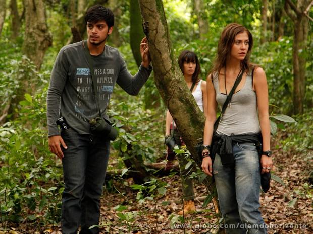 Jovens se assustam com barulhos da mata (Foto: Ellen Soares/TV Globo)