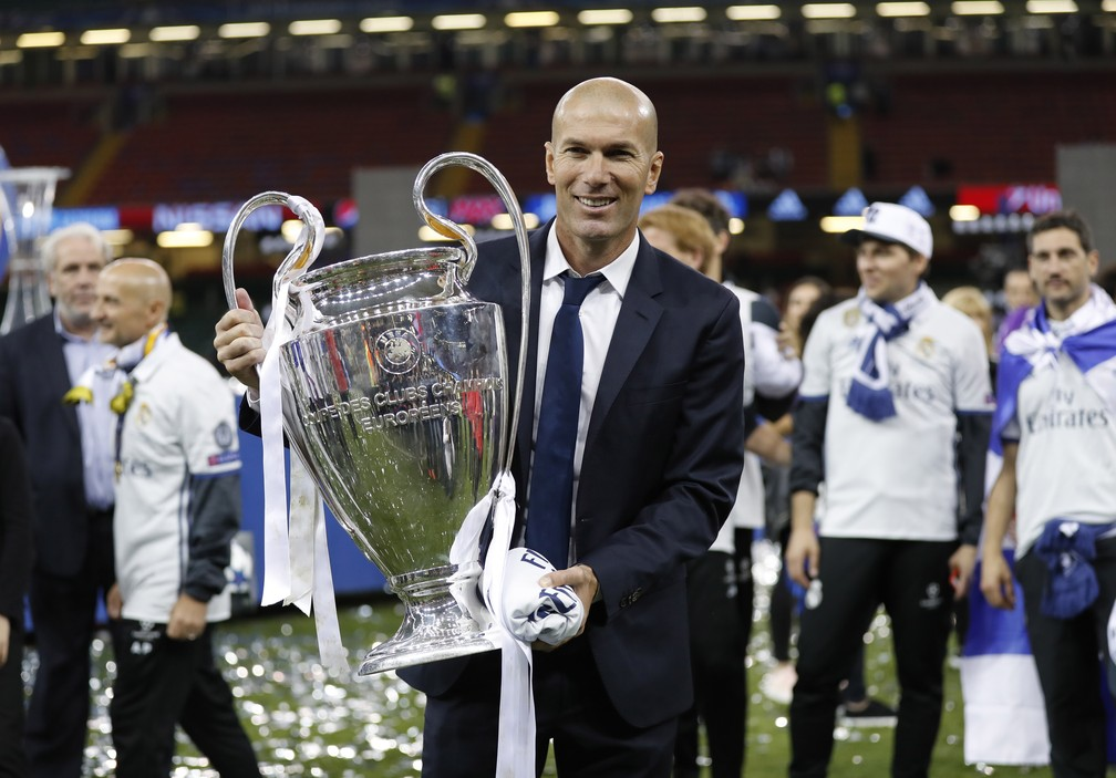 Olha ele aí: dois anos como técnico e duas conquistas da Liga dos Campeões no currículo de Zinedine Zidane (Foto: Reuters)