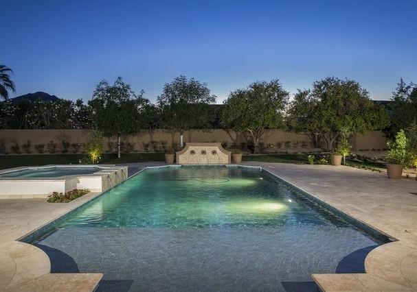 Piscina enorme da mansão de Michael Phelps (Foto: HighResMedia/Divulgação)