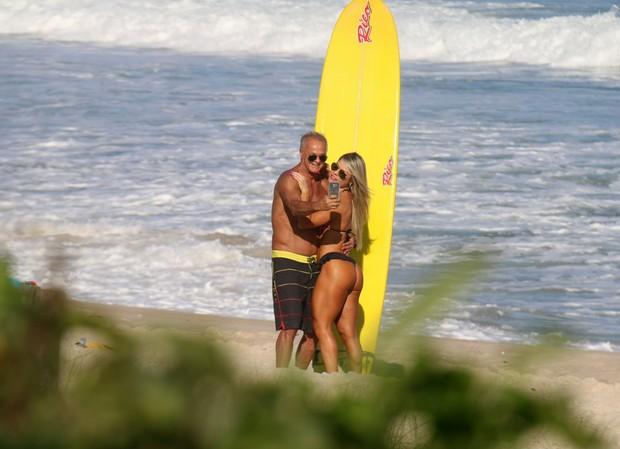 Kadu Moliterno com a namorada (Foto: William Oda - AgNews)