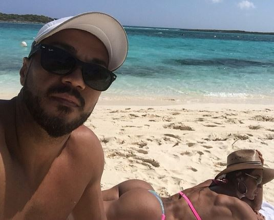 Gracyanne Barbosa e Belo na praia (Foto: Instagram / Reprodução)