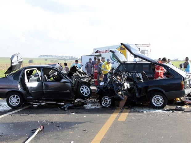 Três pessoas morreram no local do acidente na Rodovia David Eid  (Foto: Divulgação / J. Serafim)