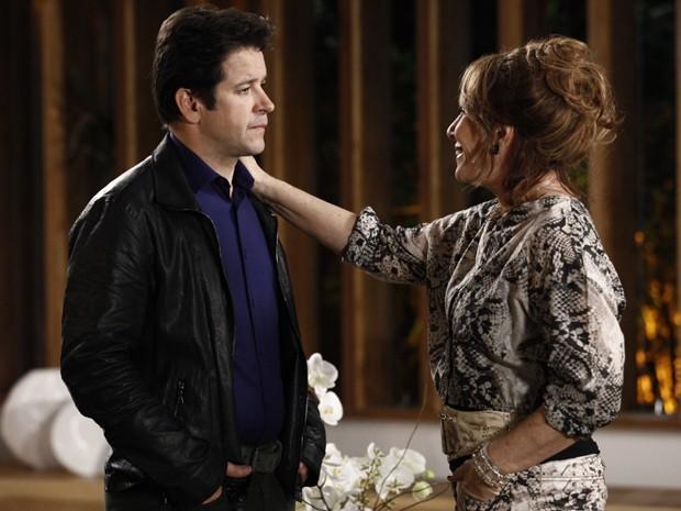 Gláucia chantageia Jonas e fala que quer morar lá (Foto: Inácio Moraes/TV Globo)