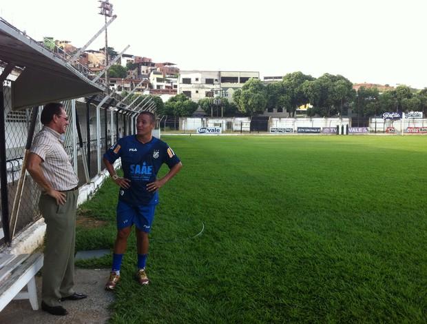 Vamos Assinar? Edvaldo Soares está otimista em acerto com o atacante Marinho, que deve assinar contrato na quarta-feira (Foto: Diego Souza/Globoesporte.com)