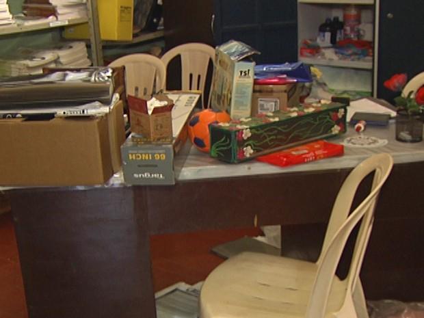 Sala teve vários equipamentos furtados na madrugada desta segunda (28) (Foto: Reprodução/TV Tapajós)