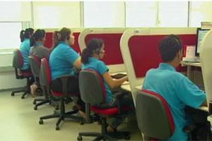 Ao evitar deslocamentos de clientes, atendente telefônico contribui com sustentabilidade. (Foto: Reprodutção/TV Globo)