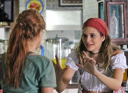 Cassandra descobre que Eliza é a garota que Arthur procura