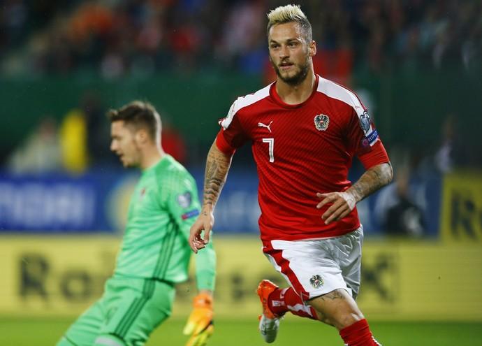 Atacante da Áustria, Arnautovic comemora gol sobre País de Gales (Foto: Reuters)