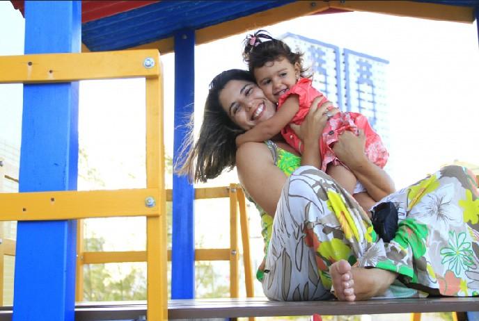 Fora da telinha, todo tempo livre é dedicado à pequena Mariana, que está prestes a completar 2 anos (Foto: Kleide Teixeira/Jornal da Paraíba)