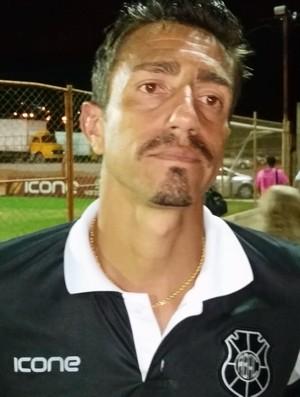 Santiago, zagueiro do Rio Branco-ES (Foto: Sidney Magno Novo/GloboEsporte.com)