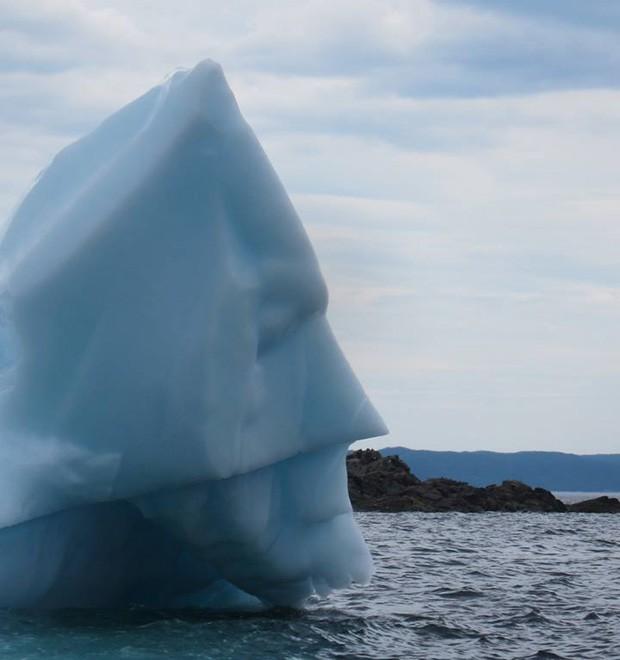 Usuário postou imagem de iceberg que lembra busto do super-herói Batman (Foto: Reprodução/Imgur/eightbitlincoln)