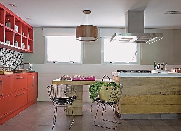 Coloridas e estampadas  Casa e Jardim  Cozinha # Cozinha Com Ilha Estreita