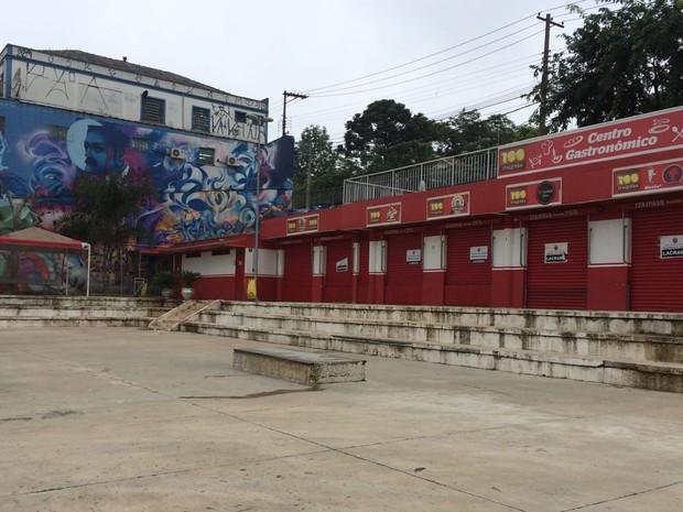 Praça da Estação, em Itaquera, Zona Leste de São Paulo, foi revitalizada por skatistas, mas transformada em praça de alimentação para a Copa do Mundo de 2014 (Foto: Vivian Reis/G1)