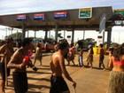 Índios ocupam praça de pedágio em Jataizinho, no norte do Paraná