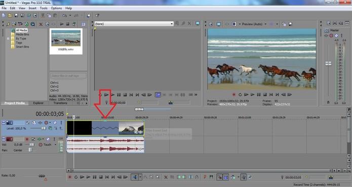 Pressione a tecla Ctrl e estique o vídeo para a direita para criar o efeito de câmera lenta (Foto: Reprodução/Juliana Pixinine)