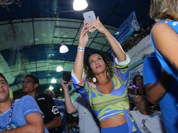 Milena Nogueira na quadra da Portela na Zona Norte do Rio (Foto: Daniel Pinheiro/ Ag. News)