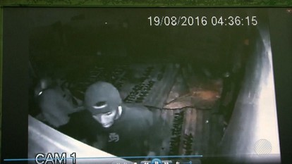 Bandidos usam carro para arrombar loja e roubar celulares no sudoeste baiano