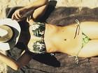 Gyselle Soares aproveita verão europeu com biquíni pequenininho