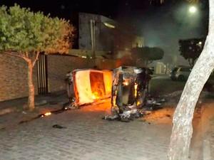 Veículos ficam totalmente destruídos em Amargosa, na Bahia (Foto: Danilo Cardoso/Arquivo Pessoal)