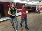Rayanne Morais tem aula de samba antes de desfilar na Sapucaí do Rio