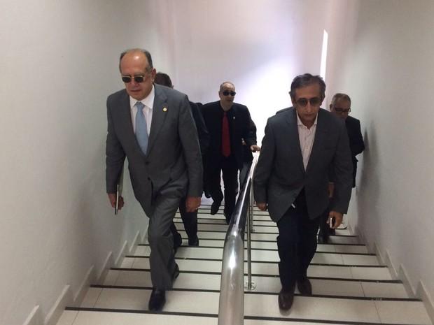 Ministros Gilmar Mendes (a esquerda ) e Raul Jungmann (a direita) realizam reuniões em São Luís (MA) após onda de atentados no Estado (Foto: Sidney Pereira/TV Mirante)